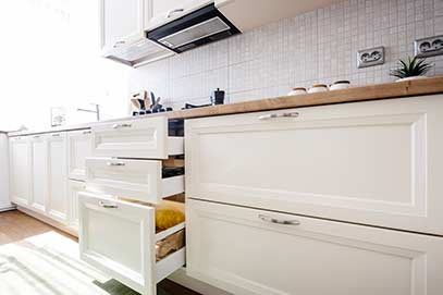 Columbus Ohio cabinet supply showing modern kitchen cabinets